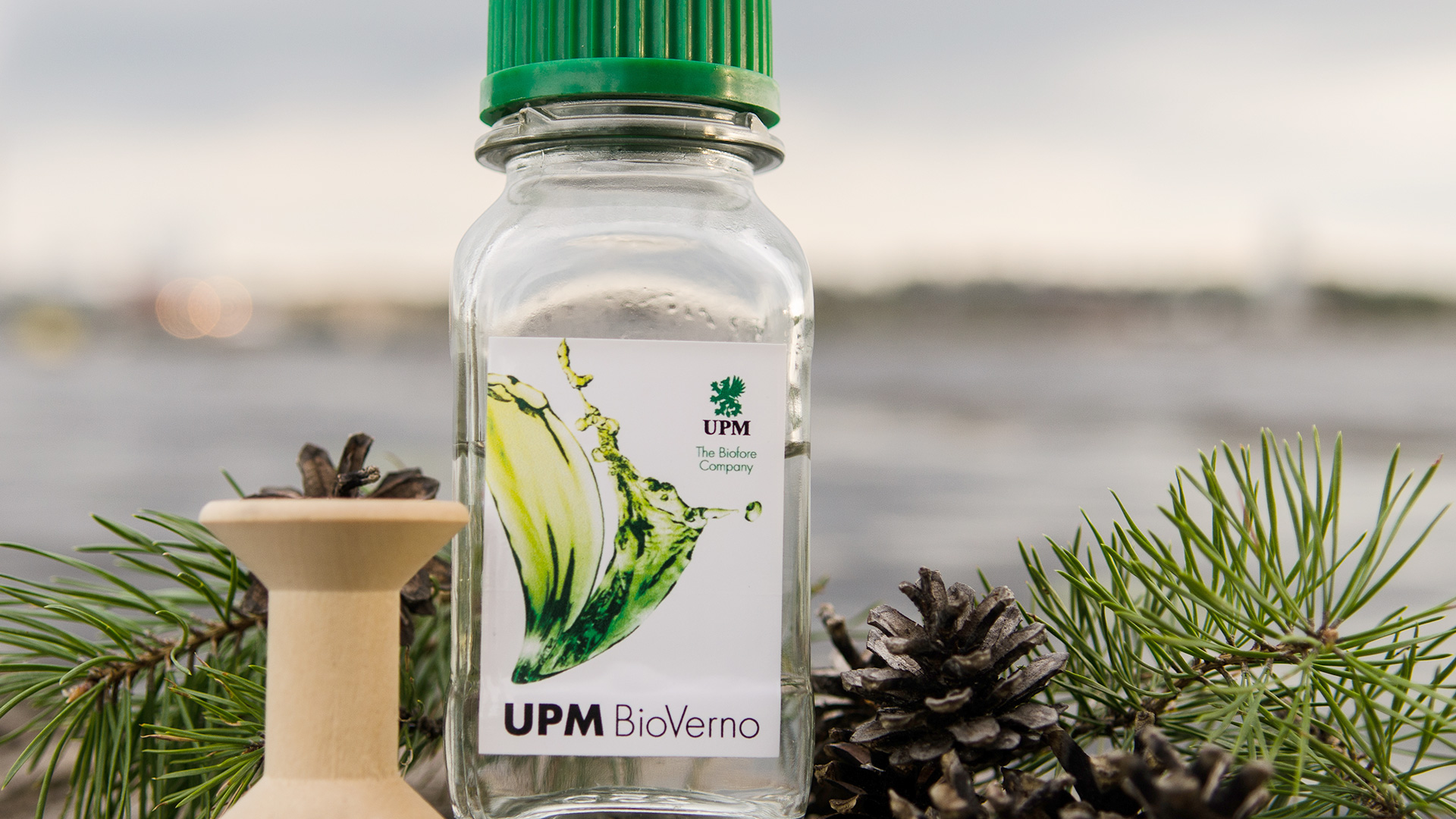 upm-bioverno-bottle-and-spool.jpg